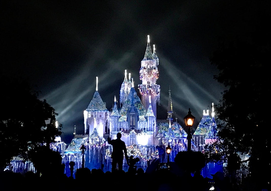 What to Expect for the Holidays at Disneyland 2018